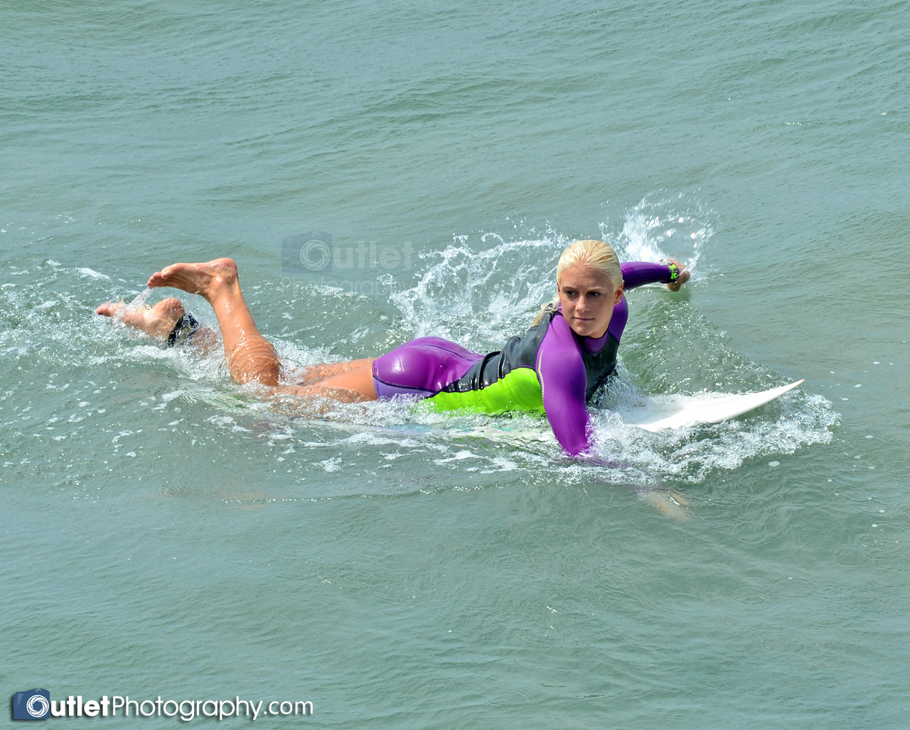Jr Pro woman surfer